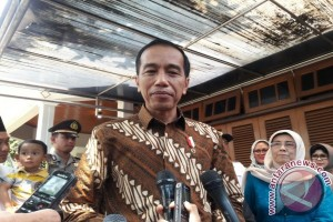Presiden Jokowi Doakan KH Hasyim Muzadi Segera Sembuh