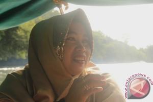 """Hajah Emilia, """"Kartini"""" Pemasok BBM Hulu Sungai Mahakam"""