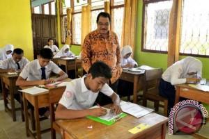 Bupati Paser Tinjau UNAS Pensil dan Kertas