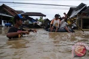 Korban Banjir Muara Kaman Kutai Kartanegara Terus Bertambah