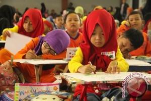 Juarai Mewarnai, Naomi Menangi Hadiah Liburan ke Bali