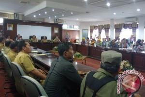 Bupati Akomodasi Tuntutan Warga Terkait Perbaikan Jalan Desa