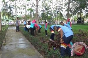 Wapena-Polres Paser Gelar Aksi Bersih-Bersih Hutan Kota