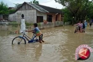 BPBD Penajam Evakuasi Puluhan Korban Banjir Waru