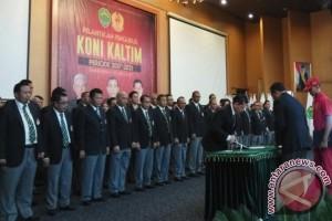 Tono Suratman Lantik Pengurus KONI Kaltim Periode 2017-2021