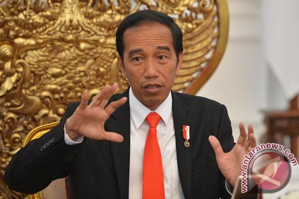 Presiden Jokowi tertawa tanggapi prediksi Indonesia bubar pada 2030