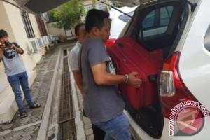 KPK Bawa Sembilan Koper dari Polres Kukar