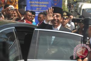 """Jokowi Ingatkan Masyarakat Tidak """"Makan"""" Mentah-Mentah Isu di Medsos"""