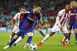 Barcelona Hajar Olympiakos 3-1, Pique Dikartu Merah