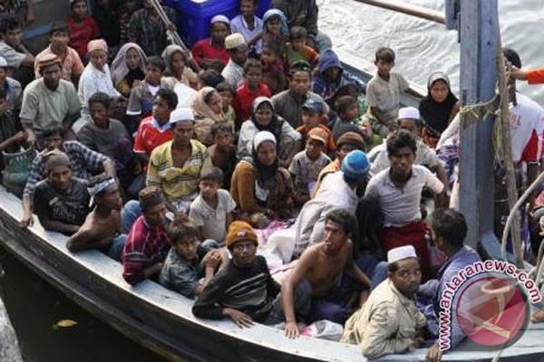 Pemerintah Pusat Minta Daerah Bantu Tangani Pengungsi