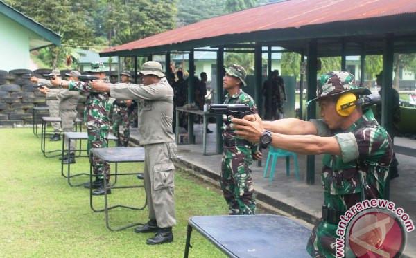 Prajurit TNI-Polri Gelar Latihan Menembak