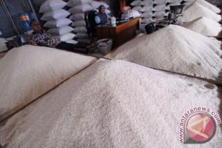 Persediaan beras di Penajam cukup hingga enam bulan