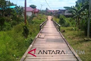Dua desa Mahulu patungan lebarkan jembatan