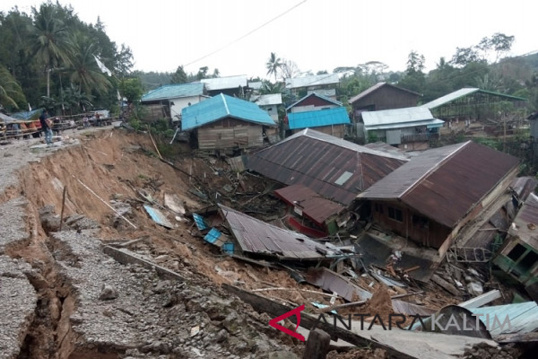 Longsor merusak 20 rumah di Telemow Penajam