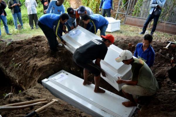Penolakan warga terhadap pemakaman pelaku teror adalah hukuman sosial