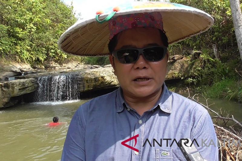 Bonifasius gali potensi wisata di Mahakam Ulu