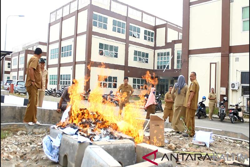 25.775 Keping KTP di Paser dimusnahkan