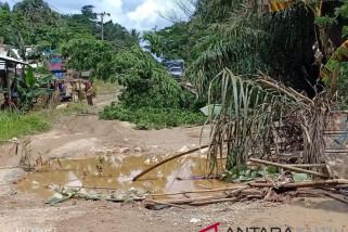 Emak-Emak Kelurahan Sepan Penajam Ttutup Jalan Nasional
