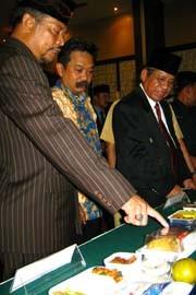 Jamaah Haji Makassar Kloter Pertama Diberangkatkan Oktober