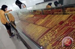 Harga Emas di Makassar Terus Bergerak Naik