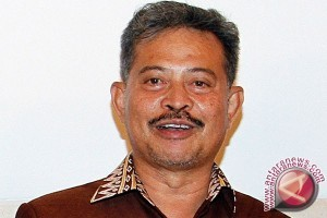 Gubernur Sulsel Perkenalkan Mesin Pemanen Padi Canggih