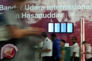 Penumpang Bandara Internasional Sultan Hasanuddin Membludak