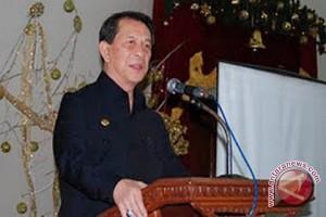 Gubernur Sarundajang resmikan gedung PWI Sulut