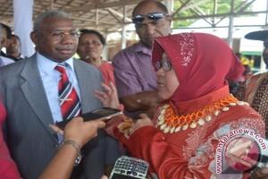 Risma Siap Bina Jiwa Usaha Anak Papua di Surabaya