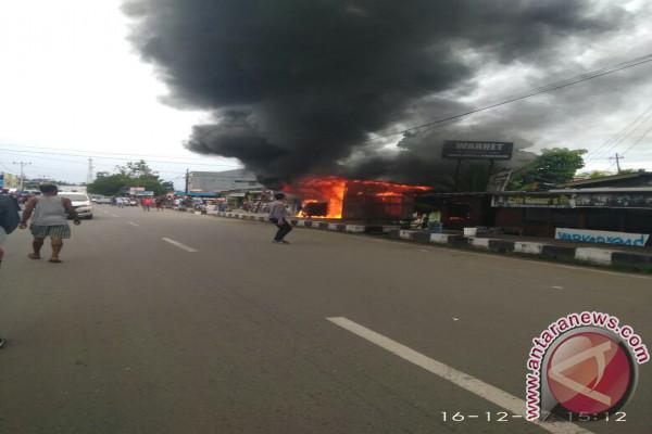 Pompa bensin mini terbakar di Manokwari