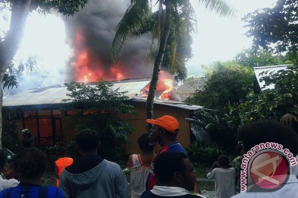Rumah Pensiunan KPPN Ludes Terbakar di Manokwari