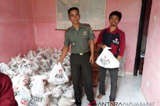 Artha Graha bersama TNI salurkan paket sembako murah di Wondama