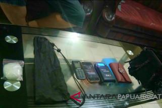 Pasutri narkoba buronan Polda Papua Barat tertangkap di Makassar