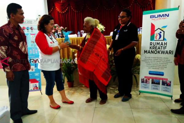 Mama Kerewai berbagi pengalaman kepada peserta SMN Sumatera Utara