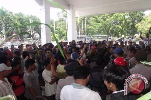 Pekerja Tambang Di Kolaka Demo Perusda