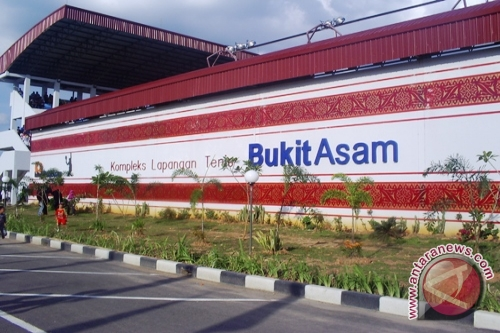 http://bimg.antaranews.com/sumsel/2011/12/ori/20111226lapangan-tennis-jakabaring.jpg