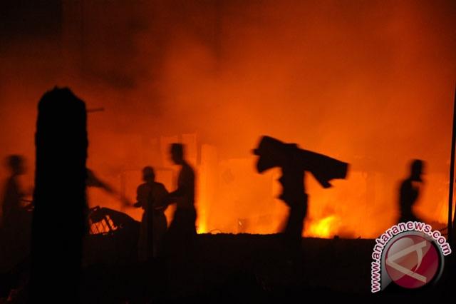 kebakaran rusun di jalan radial palembang melalap 16 pintu dan di 13