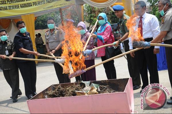 Pemusnahan barang bukti narkoba di halaman Mapolresta Palembang, Kamis