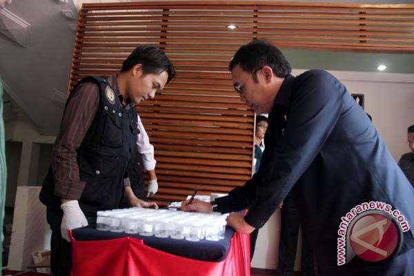 Wali Kota Palembang Eddy Santana Putra lakukan tes urine (FOTO