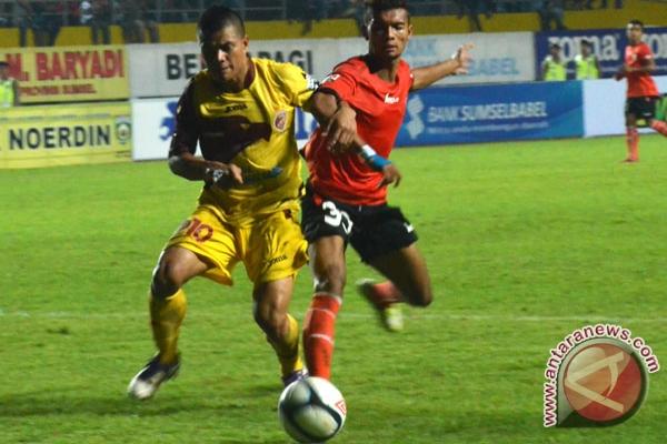 Jakarta pada pertandingan Liga Super Indonesia 2013 dengan skor 4-1 di