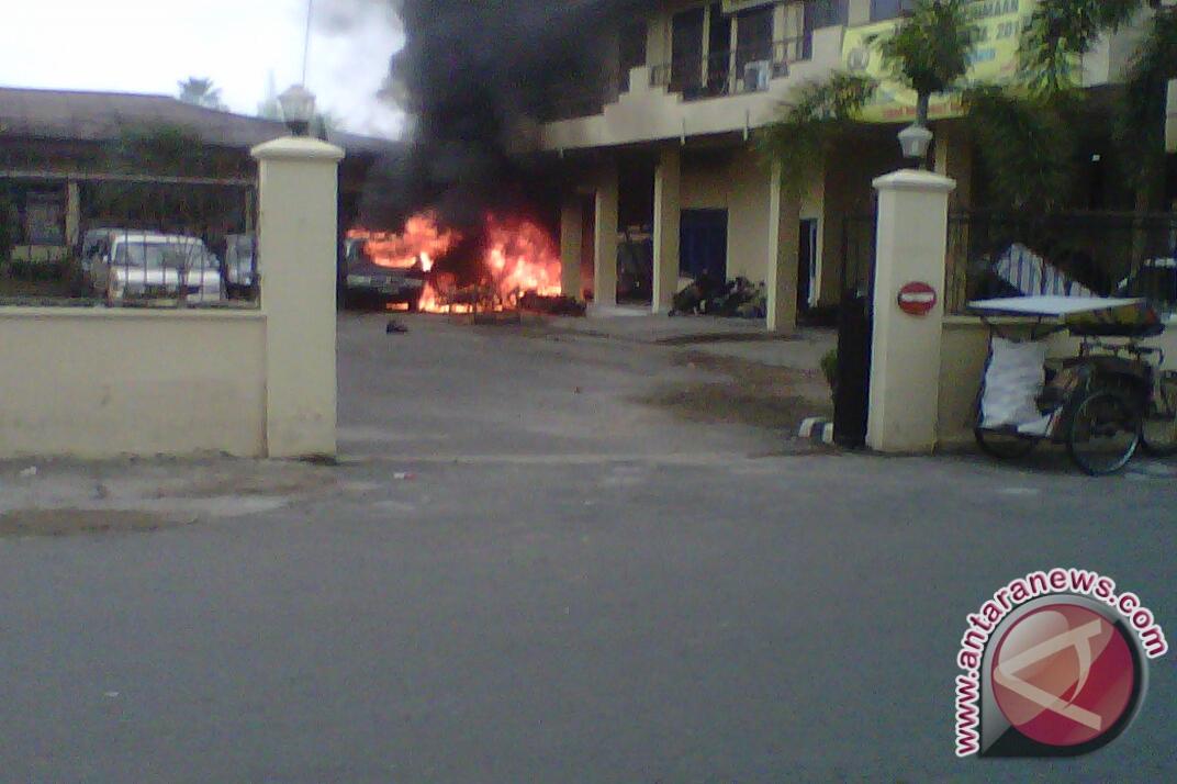 20130307mapolres dibakar Tni Vs Polri Polres Baturaja Oku Di Bakar