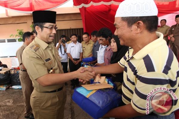 kota Romi Herton serahkan bantuan untuk korban kebakaran di Palembang