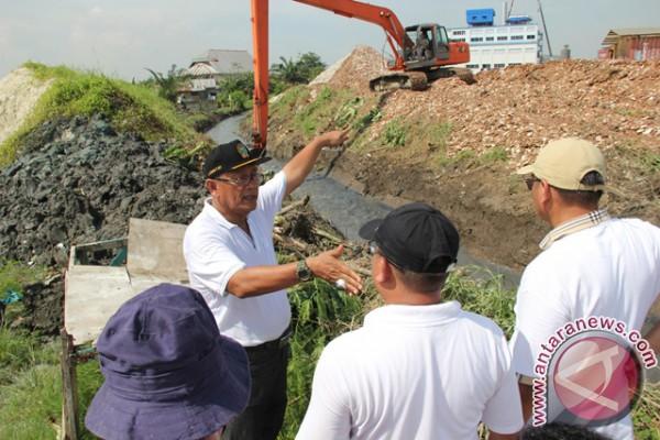 Pemkot Medan Keruk Sungai Rengas Atasi Banjir