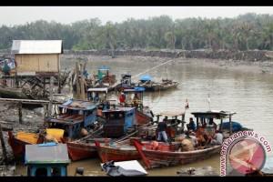 Nelayan gebang Langkat amankan pukat layang