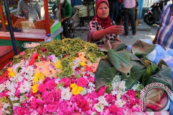 Pedagang Bunga Dadakan Muncul di Wilayah Perkuburan