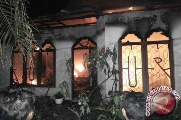 Satu Rumah Hangus Terbakar