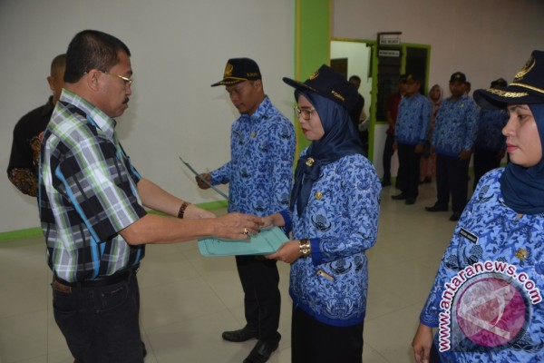 Bidan PTT Padangsidimpuan Terima SK Pengangkatan