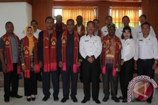 DPRD Keerom Papua Melihat Potensi Samosir