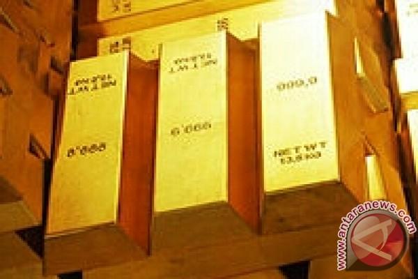 """Emas naik didukung pembelian """" safe heaven"""" dan pelemahan dolar AS"""