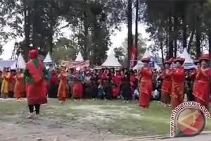 Tarian Isteri Tentara Meriahkan Pembukaan Pesta Mejuah-juah (Video)