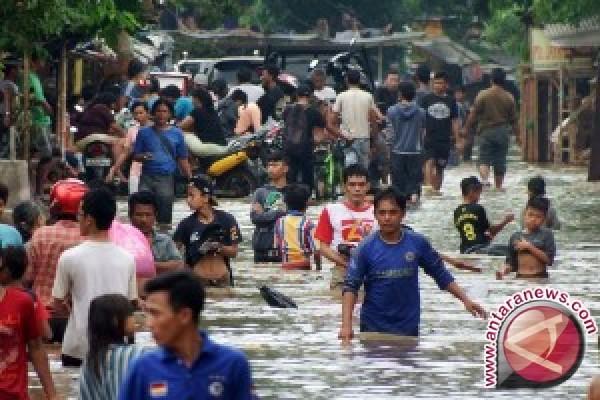 Ratusan Warga Mengungsi